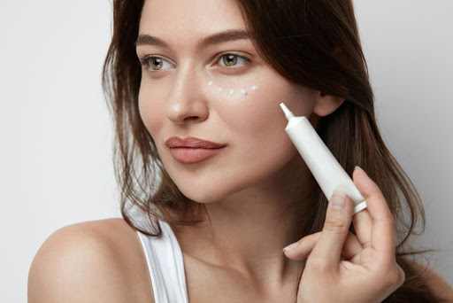 how-to-apply-eye-cream